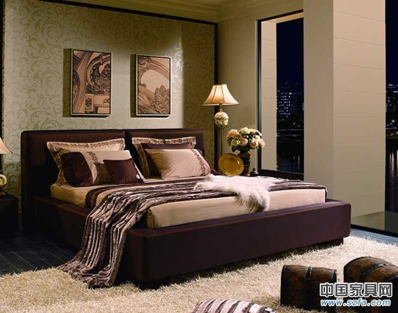 厚实的分体式床屏设计,结合小宽边直线型床围,整体效果舒适,稳重,大气