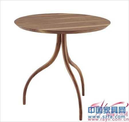 这款餐桌的设计将榫卯结构以新的形态呈现