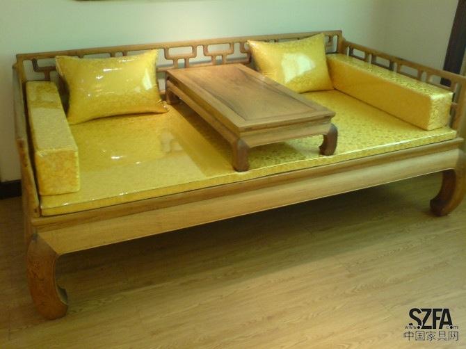 定制各类实木床,雕花木床