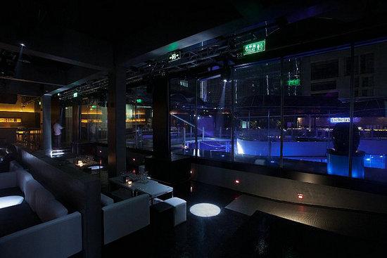 品彦设计 一起感受设计之都的极简风格酒吧