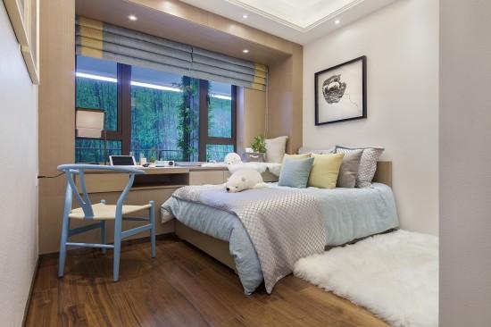 皎洁的白色烤漆板散发着如玉般莹润的光泽;温润的浅色木饰面板,自然的
