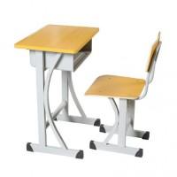 适合学生用的钢木课桌椅结构简单牢固