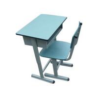 华鑫对售出的课桌椅保姆式的售后服务