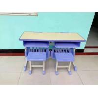 双面贴防火板的榉木色升降课桌椅