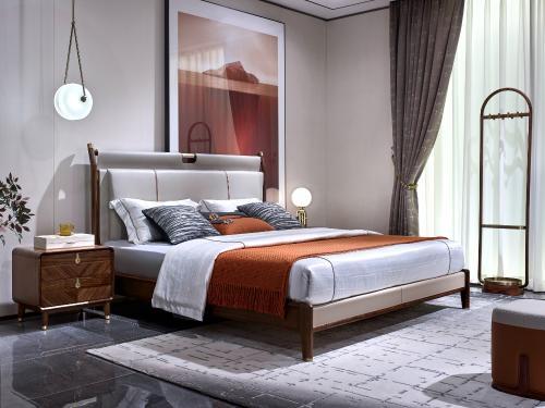 TB03-1床高屏+TB01-2床头柜+TB601A挂衣架.jpg